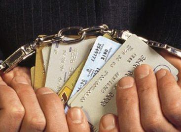 Мошенники выманивали у сальчан деньги с банковских карт