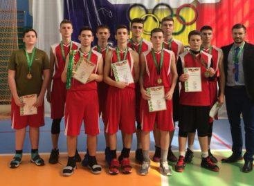 Сальские баскетболисты завоевали «бронзу» на первенстве региона