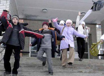 Каникулы весело и с пользой: на базе сальских школ будут работать лагерные смены