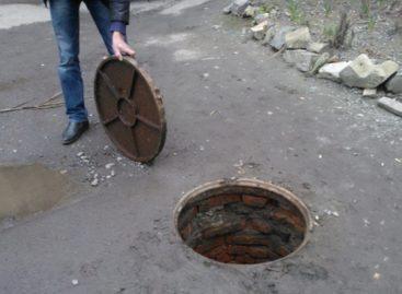 Серийные кражи… канализационных люков прокатились по улицам Сальска