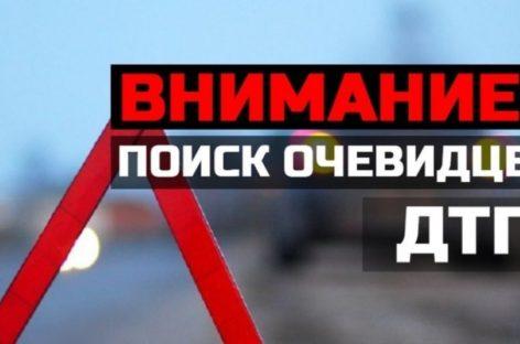В Сальске водитель КамАЗа повредил светофор и забор