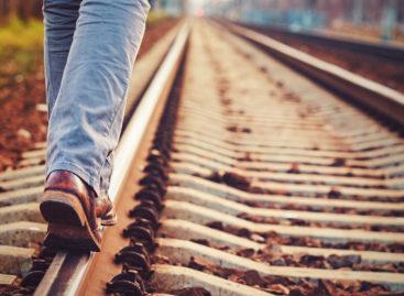 На железной дороге дети играть и ходить не должны