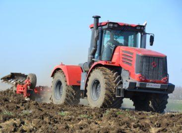 На полях хозяйства «Дон-1» в разгаре полевые работы