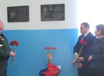 В здании школы № 24 посёлка Манычстрой открыта мемориальная доска в память о выпускнике