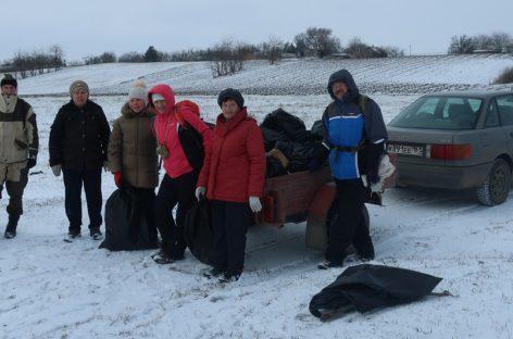 Жители Ивановки очистили берег реки от мусора во время большого субботника