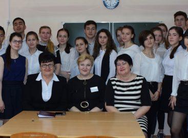 Сальские руководители рассказали о системе местного самоуправления старшеклассникам