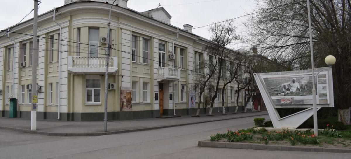 «Наш край степной»: сальчан приглашают на открытие выставки в художественном музее