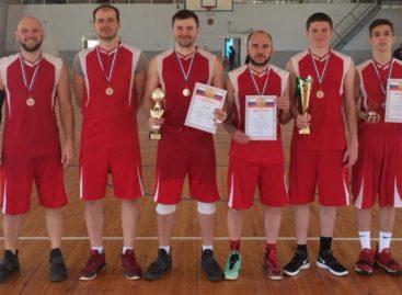 Сальские баскетболисты стали вторыми на чемпионате Кагальницкого района