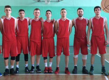 Кто — кого? В ДЮСШ идет городской чемпионат по баскетболу среди мужчин