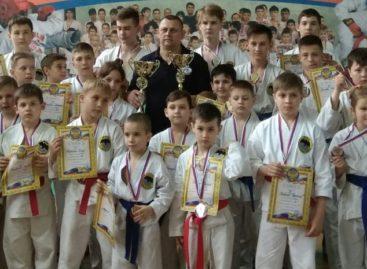Сальский клуб «Боец» принял гостей на соревнованиях по рукопашному бою