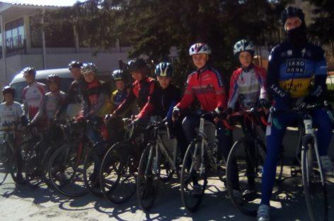 Велосипедисты сальской ДЮСШ открыли соревновательный сезон.
