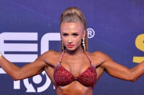 Сальчанка Нина Завадская меняет форму и завоевывает медали соревнований по бодибилдингу и фитнесу