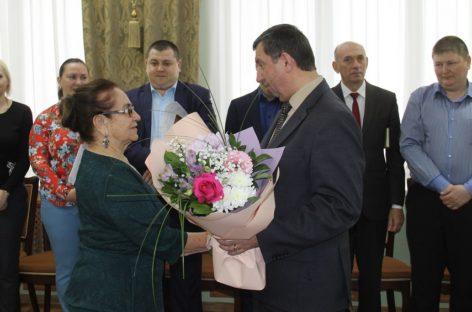 Почетного гражданина Сальского района Людмилу Лапину поздравили с днем рождения
