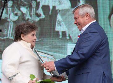 Василий Голубев вручил дипломы творческим династиям Дона