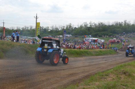 В Ростовской области снова состоятся единственные в стране гонки на тракторах