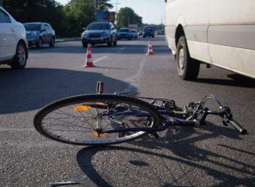 В Сальске водитель «Ford Fiesta» сбил велосипедиста