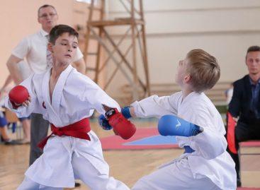 В поселке Приречный каратисты сразились на турнире «Ступени к мастерству»