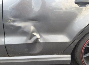 Неизвестный автомобилист повредил оставленную на улице «Ладу»