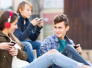 Как подростки могут отдалиться от родителей и попасть в плохую компанию