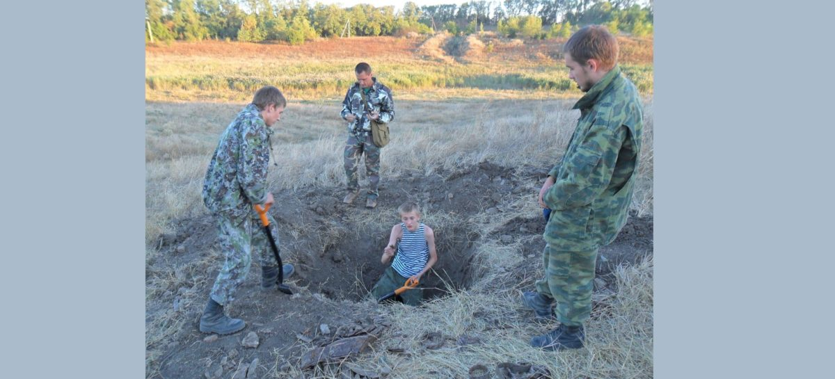 В Константиновском районе обнаружили частицу комсомольского билета красноармейца