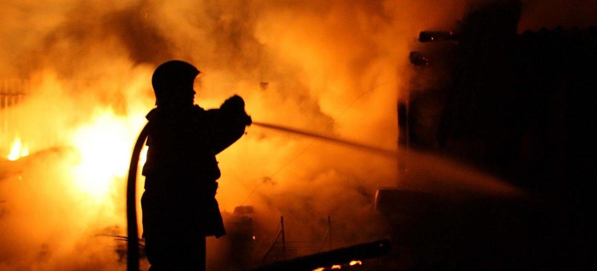 В Новом Егорлыке сгорел бесхозный дом