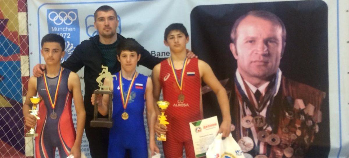 Борцы из Гиганта принесли Сальскому району три медали всероссийского турнира по греко-римской борьбе