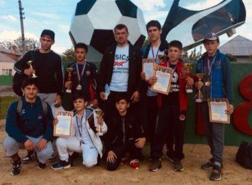 Гигантовские борцы привезли шесть медалей из Чертково