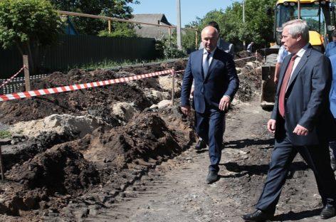 Замену участка водовода в Гукове завершат до конца октября