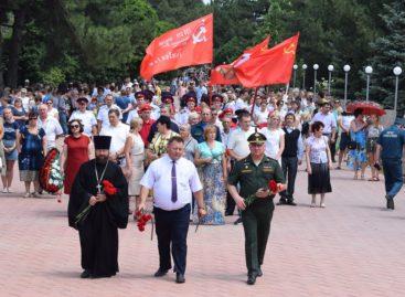 В День памяти и скорби сотни сальчан приняли участие во Всероссийской военно-патриотической акции «Горсть Памяти»