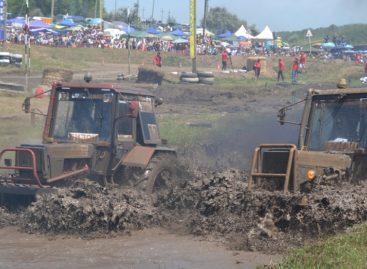 На Дону прошли единственные в стране гонки на тракторах «Бизон-Трек-Шоу-2019»