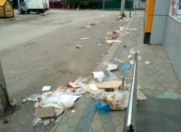 Сальчан возмущают мусор после ярмарок и трудности с парковкой
