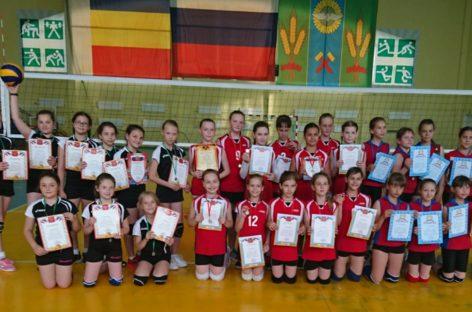 Сальские волейболистки завоевали «бронзу» домашнего турнира