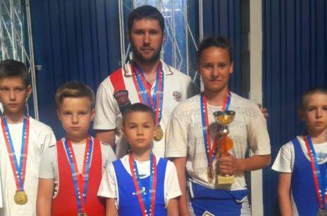 Сальские тяжелоатлеты проявили себя в Ростове