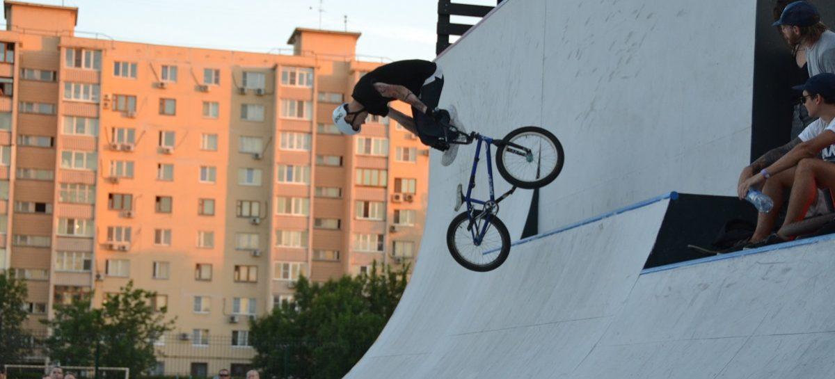 Все экстремалы — в гости в «Кэмп»! Сальчанки открыли в Ростове скейт-парк