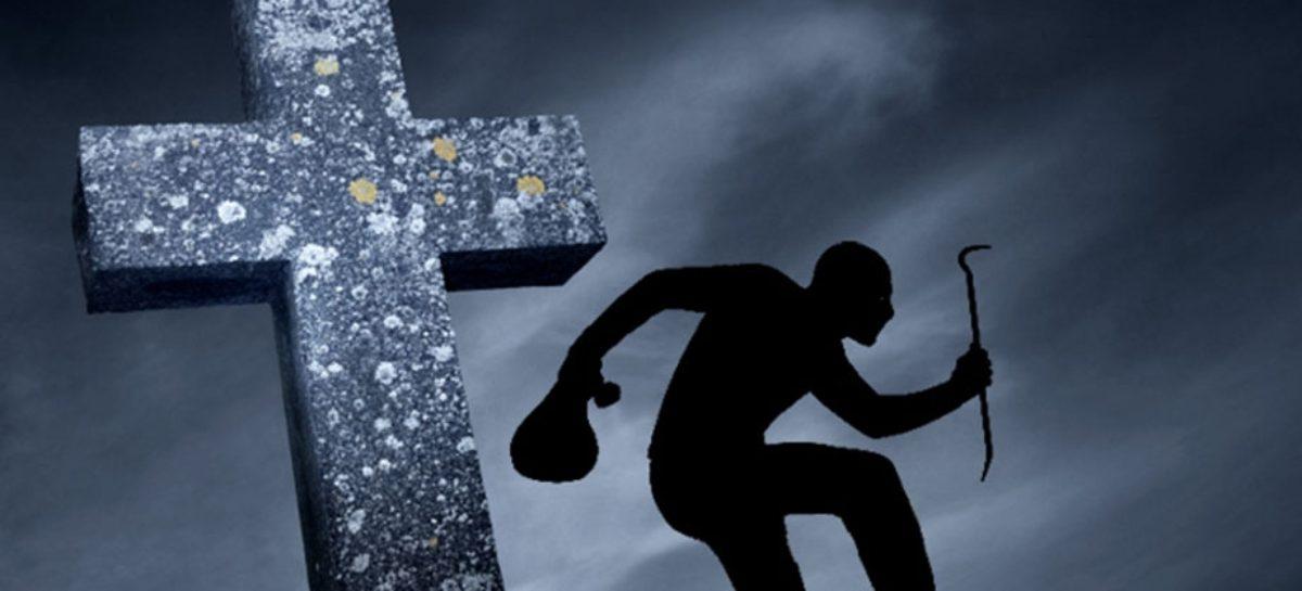 Вандализм или нет: кто разоряет могилы в Сальске?