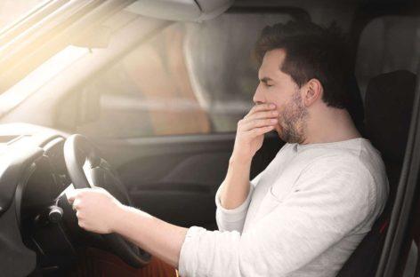 Не садитесь за руль сонными, предупреждает сотрудник ОГИБДД