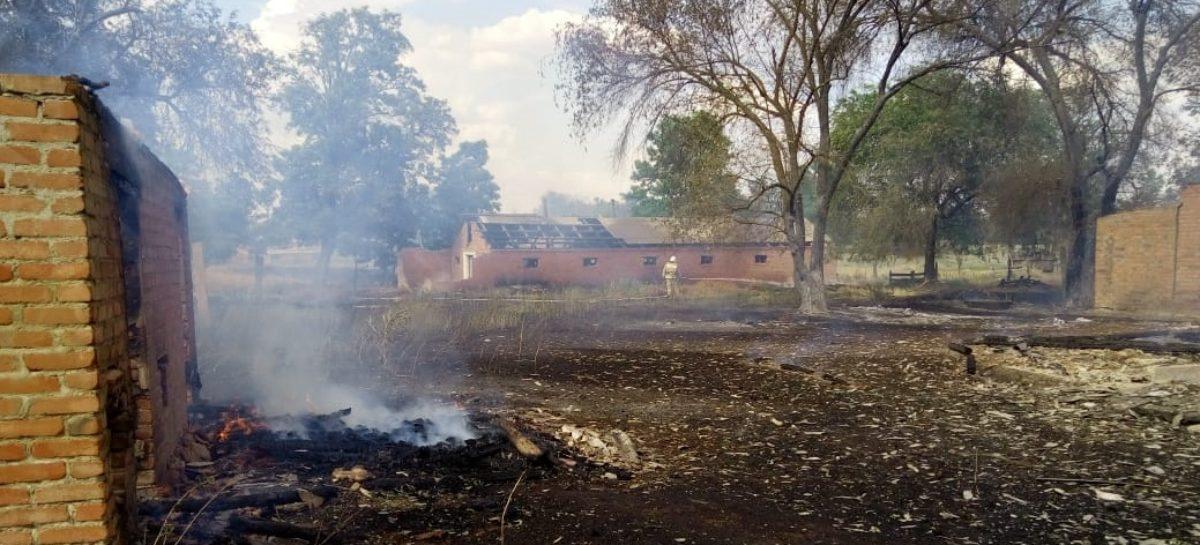 Бушевавший пожар в Новом Егорлыке грозил перекинуться на жилые дома