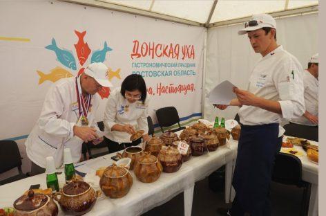 Тысячи туристов съехались на гастрономический праздник «Донская уха»