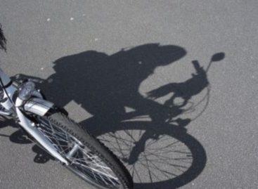Сальчанина на пешеходной дорожке сбила юная велосипедистка