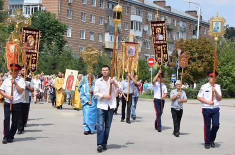 Крестный ход прошёл по Сальску в День крещения Руси