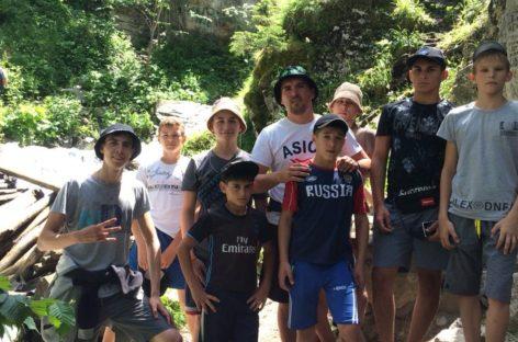 Тренировка с красивым видом: гигантовские борцы съездили на сборы в Теберду