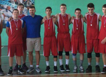 Приехали на «Родину»: Сальск принял традиционный баскетбольный турнир среди команд области