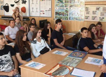Сальская транспортная прокуратура рассказала школьникам о правилах безопасного поведения на железной дороге