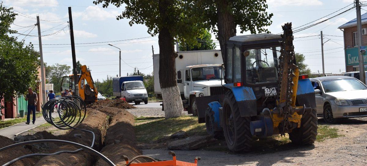 По улице Трактовой в Сальске прокладывают новую «ветку» канализации