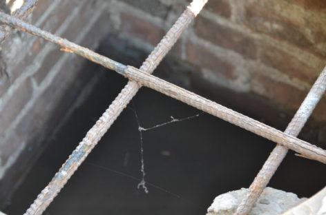 Вместо канализационной трубы сальские коммунальщики при раскопке обнаружили тоннель