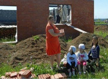 Многодетные семьи теперь могут выбирать, что им нужнее, – участок земли или сертификат