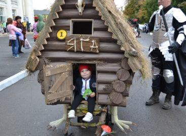 В День города в Сальске детская коляска превращается…