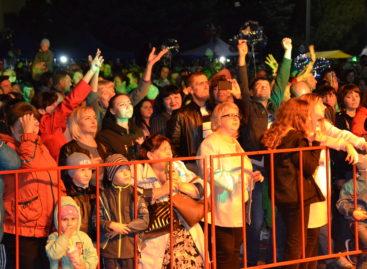 Награждение, концерты, дискотека: праздник без остановки шел на площади Ленина в День города