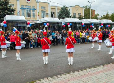 Сальску подарили 10 новых больших автобусов