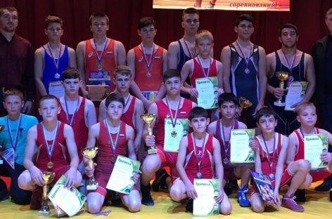 Гигант принял спортсменов из Ростовской области на турнире по борьбе